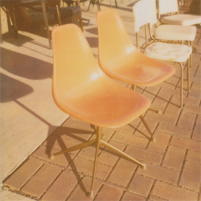 vintage chairs on university avenue
