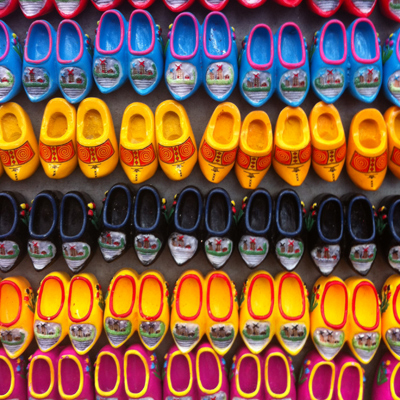 clog magnets at bloemenmarkt