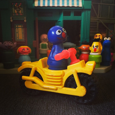 looks like a certain blue monster posted bail and is getting a head start on holiday traffic. go, grover, go!
