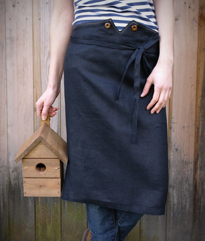 etsy : knock knock linen :  linen waist apron with wooden buttons in black